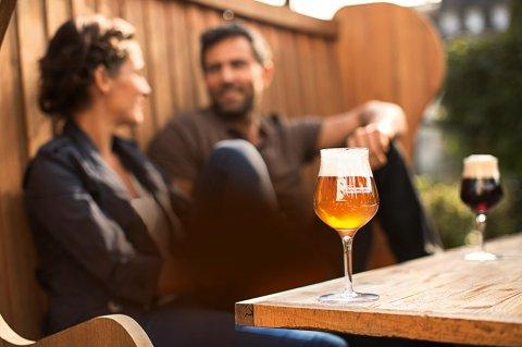 Erfrischender Biergenuss im Freien