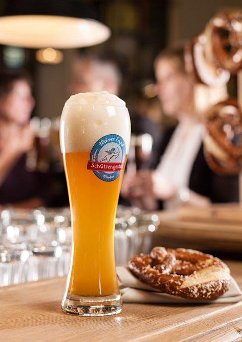 Der preisgekrönte Weisse Engel von der Brauerei Schützengarten, ein helles, herausragendes Hefeweizenbier